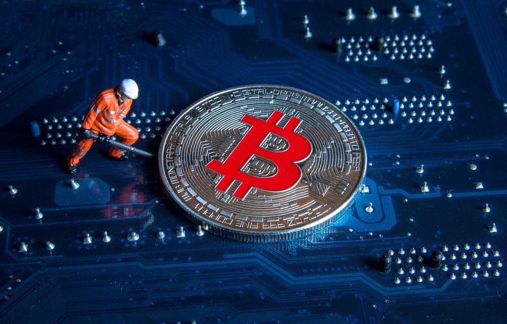mining-bitcoin-wydobycie-bloku